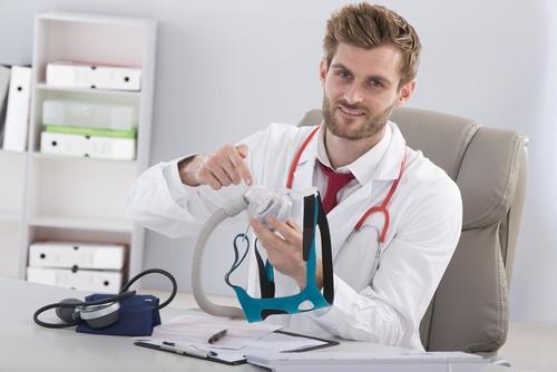 СиПАП-терапия рассчитана на лечение дома, но предварительно нужна консультация и обследование у специалиста